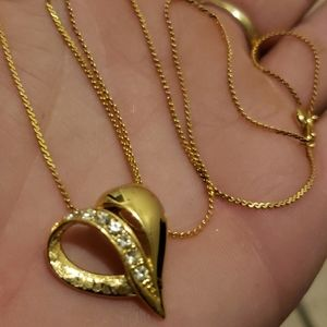 Jewelry - Beautiful vintage gold/C HEART Necklace